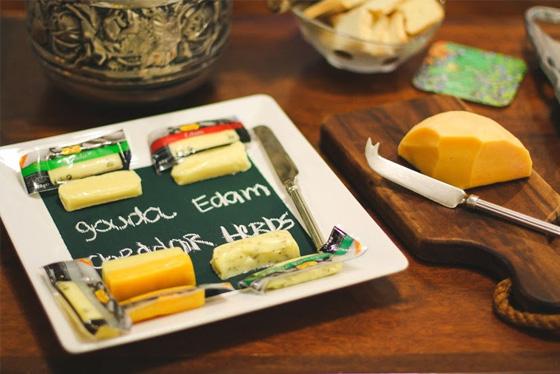 coisas que amamos diy prato de queijos tinta de quadro negro2