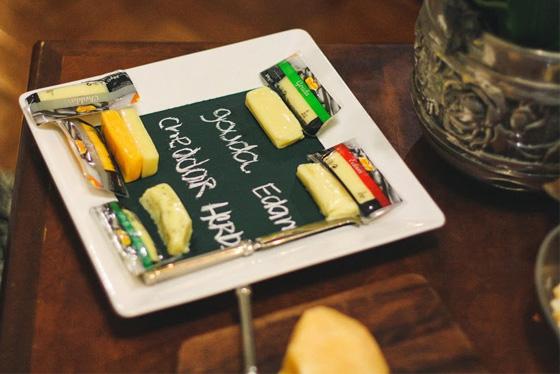 coisas que amamos diy prato de queijos tinta de quadro negro3