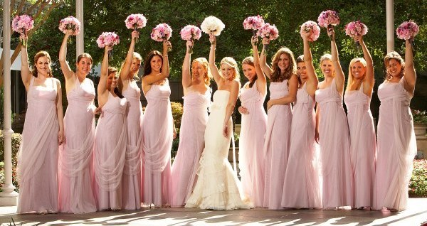 Vestidos-de-madrinha-de-casamento-iguais-cor-rosa